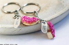 BFF keychain, best friends keychain intial initial keychain, Donut keychain, Best Friends gift, BFF, Sweet keychain, Friendship keychain Chocolate donut with pink sprinkles This listing is for two donut half keychains. The size of the donut are ap. 25mm ● More keychains: https://www.etsy.com/shop/Velwoo?section_id=17157676&ref=shopsection_leftnav_8 ● More donut items: https://www.etsy.com/shop/velwoo?search_query=donut ¨¨¨¨¨°ºo❖oº°...