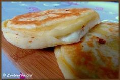 Galette with 3 cheeses (feta, mozzarella, ricotta): the easy recipe - Recipes Easy & Healthy Naan, Mozzarella, Vegetarian Recipes, Cooking Recipes, Salty Foods, Ramadan Recipes, Crepes, Cooking Time, Love Food