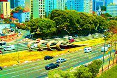 """Fotografias de Priscila Zambotta são expostas no SESI Ipiranga na mostra """"São Paulo Com Estilo"""", em que pontos turísticos da metrópole ganham releitura de cores. A exposição fica em cartaz entre 1º e 15 de abril, de segunda à sexta-feira das 8h às 17h, com entrada Catraca Livre."""