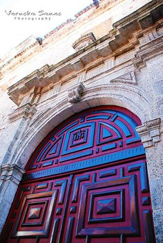 Puerta Cartagena Colombia #SomosTurismo Caribbean Beach Resort, Beach Resorts, Beyond Blue, Gates, Knobs And Knockers, Cruise Destinations, Walled City, Spanish Colonial, Entrance Doors