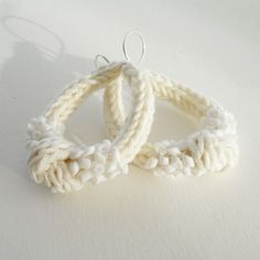 Beaded Knitted Knot Earrings #tricotin
