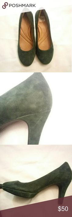 EUC Clarks Green Suede Pumps size 8 EUC - few minor scuffs as shown Adorable green suede pumps Super comfortable heels Size 8 Clarks Shoes Heels