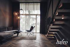 Studio Kirchberger Photography CHEVRON EICHE PALACE GERÄUCHERT | GEBRAUCHSFERTIG OXIDATIV WEISS GEÖLT LÄNGE: 1818,60 BREITE: 300 mm STÄRKE: 16 mm SYSTEM: Nut und Feder mit Fase AUFBAU: 3-Schicht Designdiele #hafroedleholzböden #parkett #böden #gutsboden #landhausdiele #bödenindividuellwiesie #vinyl #teakwall #treppen #holz #nachhaltigkeit #inspiration Salzburg, Chevron, Vinyl, Curtains, Studio, Design, Inspiration, Home Decor, Wood Floor