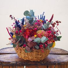 Table Arrangements, Flower Arrangements, How To Make Handbags, Yarn Crafts, Colorful Flowers, Dried Flowers, Sunshine, Seasons, Beautiful