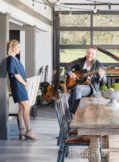 Get an exclusive look inside award-winning musician Johnny Reid's sprawling house just 30 minutes outside of Nashville in Franklin, Tennessee. Franklin Tennessee, H Design, Country Music Stars, Music Lovers, Nashville, The Outsiders, Celebrity, Singer, Tours