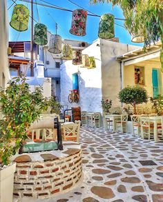 Amazing places and food in Greece - Delicious World and Travel Santorini Island, Mykonos Greece, Crete Greece, Athens Greece, Greece Food, Greece Pictures, Greek Isles, Venice Travel, Beautiful Places To Travel