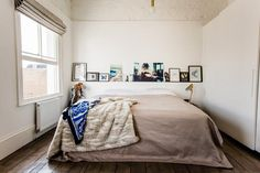 New Posting small bedroom interior design ideas on this Bdarop Decors Home Decor Bedroom, Bedroom Diy, Interior Design Bedroom, Small Bedroom Designs, Bedroom Interior, Minimalist Bedroom, Eclectic Bedroom, Mens Bedroom, Bedroom Wall
