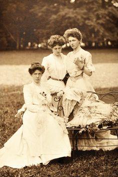 Antique-royals:     Princesses Elisabeth , Gabrielle and Sophie in Bavaria