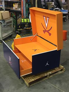 The Coolest Box for the Coolest Sneakers! Giant Shoe Box Storage, Shoe Storage, Dream Home Design, House Design, Organiser Son Dressing, Custom Jordans, Storage Design, Arcade Games, Toy Chest