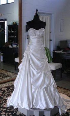 Sample Essense of Australia Wedding Dress D1328, Size 8