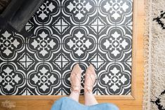 How to Paint Tile Floors with a Stencil How to paint floor tile with a stencil. Amazing DIY faux cement tile look! Painting Ceramic Tile Floor, Tile Floor Diy, Painting Tile Floors, Stenciled Floor, Stencil Painting, Tile Stencils, Floor Stencil, Cement Tiles, Stenciling
