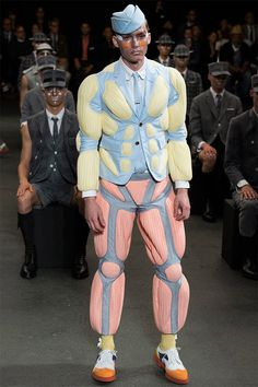 See all the Collection photos from Thom Browne Spring/Summer 2015 Menswear now on British Vogue Fashion Fail, 3d Fashion, Weird Fashion, Runway Fashion, High Fashion, Fashion Show, Mens Fashion, Fashion Design, Ankara Fashion