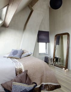 Lovely bedroom in Fresco lime paint - kalkverf - Kalkfarbe - kalkmaling, colour Wet Sand. Fresco lime paint mineral paint from Pure & Original. Dream Bedroom, Home Bedroom, Modern Bedroom, Bedroom Decor, Awesome Bedrooms, Beautiful Bedrooms, Lime Paint, Tadelakt, Bedroom Paint Colors