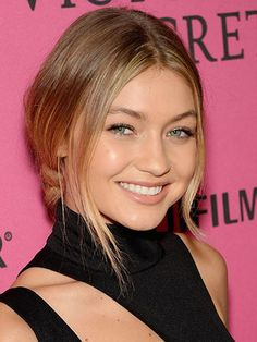 Gigi Hadid's best hair and makeup looks on the red carpet. Low Bun Hairstyles, Winter Hairstyles, Celebrity Hairstyles, Trendy Hairstyles, Kendall Jenner, Hair Mannequin, Celebrity Hair Colors, Golden Blonde Hair, Overnight Hairstyles