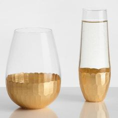 Your favorite varietals will seem even more luxurious when sipped from our delightfully priced stemless Champagne flutes, featuring faceted design in gleaming gold.