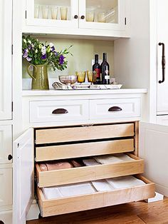 We love this kitchen storage idea. A built-in hutch is a convenient spot to store extra dishes, serving platters, and linens. Shallow drawers keep tablecloths, place mats, and napkins organized. Smart Kitchen, Kitchen Redo, New Kitchen, Kitchen Cabinets, Room Kitchen, Organized Kitchen, Kitchen Corner, Kitchen Linens, Awesome Kitchen