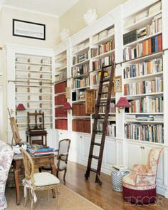 Great home library, adore the rolling ladder and the book press. Designed by Charlotte Moss, Elle Decor. Library Ladder, Library Room, Dream Library, Nyc Library, Harvard Library, Library Shelves, Home Renovation, Home Remodeling, Built In Bookcase