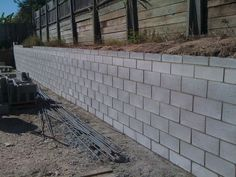 cinder block retaining wall drainage wall is the good idea to hold your home soil that is higher with the paver or walkway of the home design. Retaining Wall Cost, Retaining Wall Drainage, Concrete Block Retaining Wall, Backyard Retaining Walls, Retaining Wall Design, Building A Retaining Wall, Concrete Block Walls, Cinder Block Walls, Cinder Block Garden