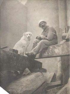Constantin Brancusi Autoportret in atelier, cu devotata catelusa, Polaire