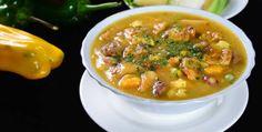 La Sopa de Mondongo es una de las sopas más típicas de la cocina colombiana, y se puede degustar en casi todas las ciudades del país. Colombian Food, Food Out, Cheeseburger Chowder, Allrecipes, Thai Red Curry, Nom Nom, Soup, Beef, Ethnic Recipes