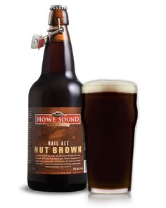 Cerveja Rail Ale Nut Brown, estilo English Brown Ale, produzida por Howe Sound Inn & Brewing Company, Canadá. 5% ABV de álcool.