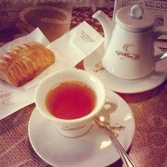 Tea + Lemon pastry #MyDailyCupOfTea #tea #tè #teatime #lemon #limone  (presso Al Green Park)