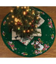 "Candy Snowman Tree Skirt Felt Applique Kit-43"" RoundCandy Snowman Tree Skirt Felt Applique Kit-43"" Round,"