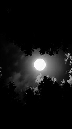 I'm goin to snooze for a while babe we leave at princess ok we're goin to be driving trough the night. Night Sky Wallpaper, Black Phone Wallpaper, Scenery Wallpaper, Dark Wallpaper, Nature Wallpaper, Animated Love Images, Moon Images, Full Moon Pictures, Moonlight Photography