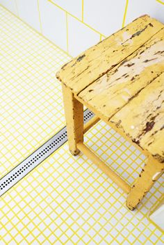 white tiles + yellow grout! awesome + unexpected color combination in a bathroom
