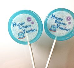 Customized Birthday lollipop with edible paper! Ordena ya! Shop now! #bluelollipops #Birthdaylollipops #Paletas #personalizadas #azules #blue  www.lollitukisweets.com