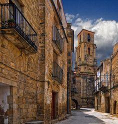 Los 7 pueblos que más podrían sorprenderte de España (y algunos apenas se conocen) – 101 Lugares increíbles Aragon, Places To Travel, Places To Visit, Romanesque Architecture, South Of Spain, Romantic Places, World Heritage Sites, Travel Around, Portugal