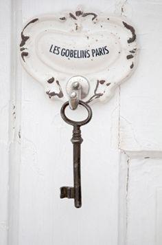 White and Shabby: clave colgante - Les Gobelins es una estación de metro en París.