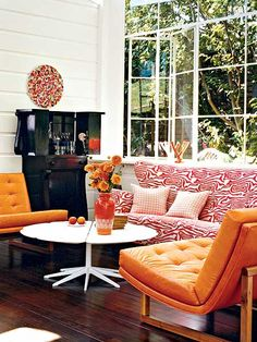 Cottage living room with mod table - Home and Garden Design Idea's Cottage Living Rooms, My Living Room, Coastal Living, Home And Living, Living Spaces, Interior Desing, Interior Inspiration, Interior Decorating, Living Room Orange