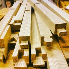 Nu börjar bordet ta form. Det återstår bara montering och lite små fix!  #Woodwork #woodworking #woodjoint #joints #handmade #table #woodtable #project #handworking #snickra #utanlim #ask #100% #design #Distler #artifærunga #mættigær #JDidé