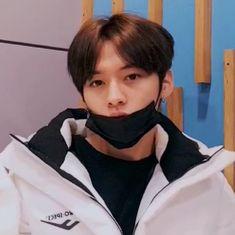 His faces are so goodlolololol Lee Minho Stray Kids, Lee Know Stray Kids, Volvo, I Know You Know, Kids Icon, Lee Min Ho, Kpop Boy, Boyfriend Material, South Korean Boy Band