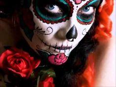 halloween make-up ideas women sugar skull face - Beauty Tips and Trick Sugar Skull Face, Sugar Skull Makeup, Sugar Skulls, Candy Skulls, Maquillage Sugar Skull, Day Of Dead Makeup, Hot Body Paint, Day Of The Dead Skull, Costume Makeup