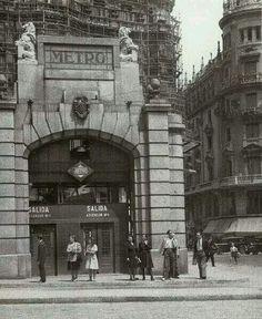 Metro Red de San Luis Madrid Metro, Metro Subway, U Bahn, World Cities, Old Pictures, Historical Photos, Vintage Photos, Louvre, City