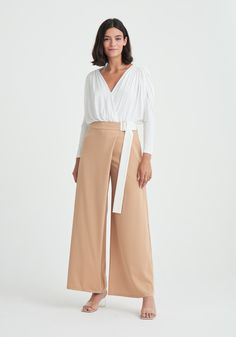 White Beige, Blue And White, Trousers Women Outfit, Chunky Knits, Wide Leg Trousers, Off Duty, Separates, Lounge Wear, Knitwear