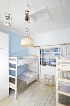33 South Boutique Backpackers Hostel #SouthAfrica This unique hostel in South Africa has an unusual, eclectic look with individually themed rooms, gold-turquoise wallpapers, colourful paint, vinyl record murals and golden accessories.