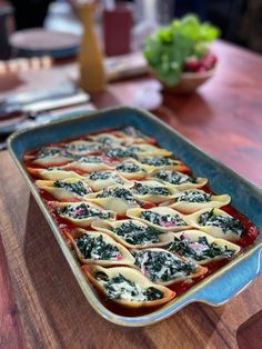 My recipe for spring stuffed pasta - Preparation: 15 minutes Cooking: 25 minutes Ingredients (for 4 people): 24 conchiglioni to stuff 30 - Healthy Egg Recipes, Easy Chicken Recipes, My Recipes, Pasta Recipes, Appetizer Recipes, Italian Recipes, Holiday Recipes, Vegan Recipes, Mexican Food Recipes