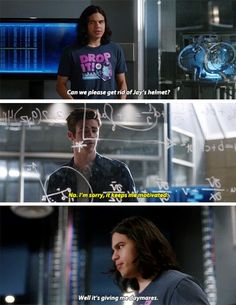 """""""Can we please get rid of Jay's helmet? It's giving me daymares"""" - Cisco and Barry #TheFlash"""
