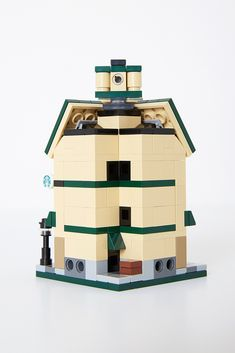 https://flic.kr/p/BJeSF4 | Lego Starbucks Cafe Mini Modular | Minimalbrick 01th minimal project.   Starbucks Cafe Mini Modular ver_너굴님.  Total 303 parts. You can see at Lego ideas's website.  ideas.lego.com/projects/79922/updates Thanks for visit & vote.