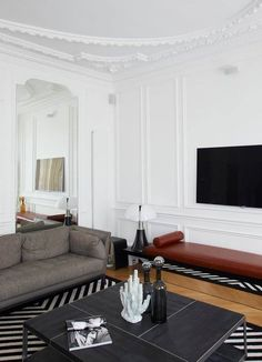 Because I will never stop loving Parisian apartments, here is one in the 1er arrondissement, Haussmann architecture at its finest with some recent renovations and styling by Baldini Architecture and G