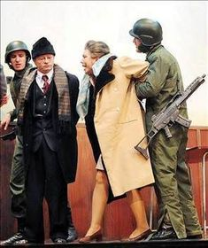 December 1989 - Nicolae Ceausescu and his wife were executed. Romanian Revolution, Paul Harvey, Warsaw Pact, War Photography, Macabre Photography, Fidel Castro, Historical Pictures, Soviet Union, Nicu