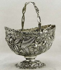 Kirk Stering Silver Floral Branch Handle Sugar Basket Excellent Z Silver Trays, Silver Spoons, Vintage Silver, Antique Silver, Gorham Silver, Silver Flowers, Metal Working, Silver Jewelry, Sterling Silver