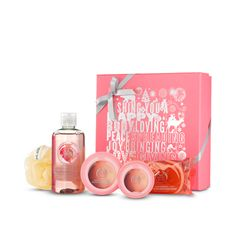 Pick the perfect gift this season. This fabulously festive printed box set contains a selection of zingy pink grapefruit scented goodies.