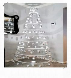 125 classic christmas wall trees to copy right now - page 36 > Homemytri.Com The small attention to the absolute most passionate food of the season Eieiei, the Xmas celebration Best Christmas Lights, Small Christmas Trees, Modern Christmas, Simple Christmas, Christmas Holidays, Christmas Crafts, Alternative Christmas Tree, Creation Deco, Blog Deco