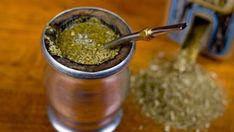 Tea Tuesday: South America runs on yerba mate. A gourd of yerba mate. Legend has it that the moon gifted this infusion to the Guaraní people of South America. Mate Tee, Yerba Mate Tea, Bebidas Detox, Appetite Control, Tea Benefits, Health Benefits, Nutrition, Best Tea, Healthy Habits