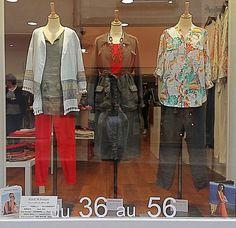 Robe rouge et veste en jean