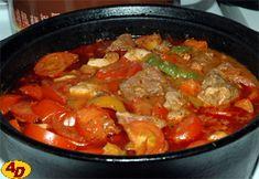 Pepčův gulášek Thai Red Curry, Ethnic Recipes, Food, Red Peppers, Eten, Meals, Diet